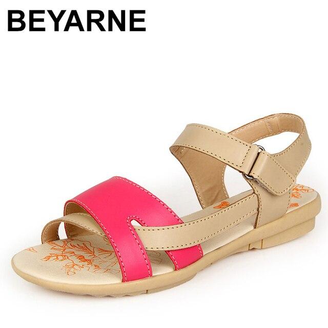 Beyarne女性のカジュアル本革サンダルフラットヒール夏の靴女性パッチビーチ靴ビッグサイズの母の靴
