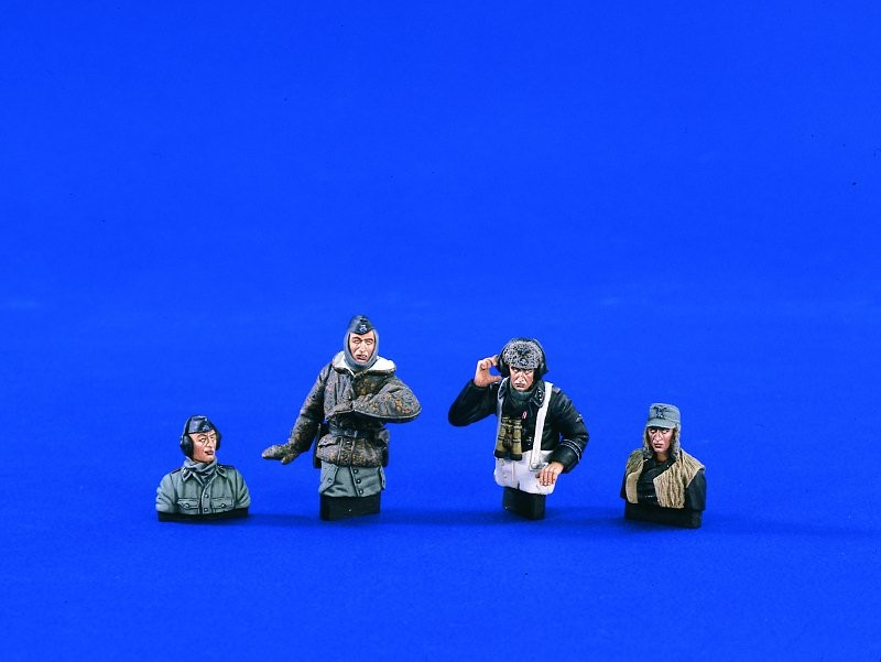 1:35  German Tank Crew Wet-Cold
