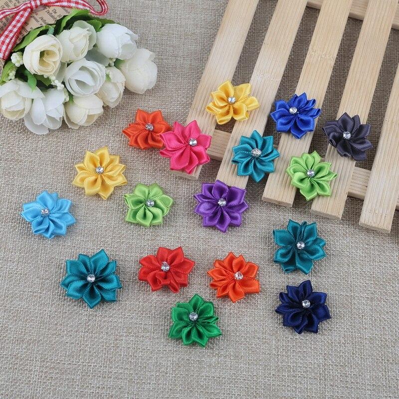 25 Stücke Zufall Mixed Farbe Handgefertigte Kleine Stoff Satin Blume mit Strass Appliques Nähen Hochzeit Bekleidung Zubehör Blumen
