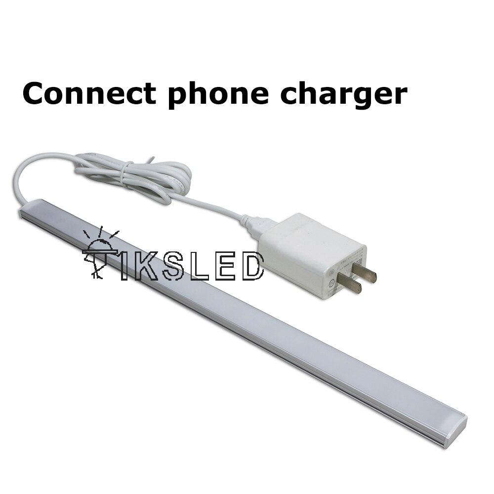 灯条连接手机充电器