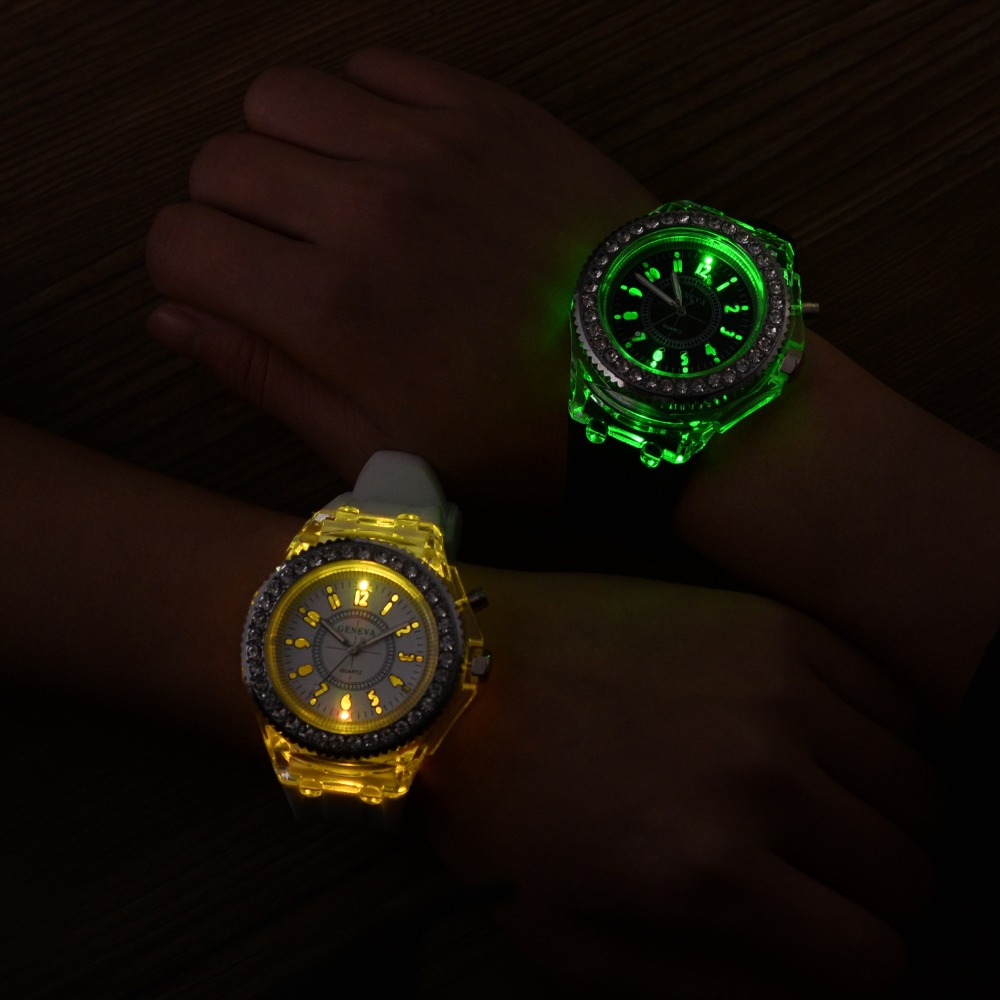 Personality Trends Women Watches Led Flash Luminous Watch Jelly Silicone 7 color light Watch Women Men WristWatch montre femme 12