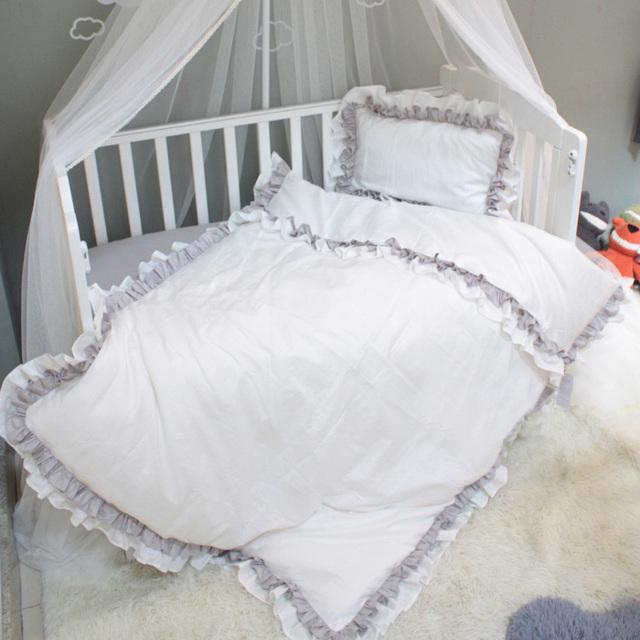Luxry Con Volantes ropa de cama cuna set 3 unids/poner100 % algodón ropa de cama de bebé de color rosa gris princesa príncipe diseño para las niñas niños ropa de cama