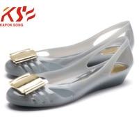 2017 جلاتين حذاء المرأة الصيف الحلوى الفاخرة مصمم نموذج معدني مشبك شقة الانزلاق على الأحذية النسائية أحذية الشاطئ
