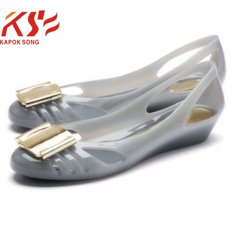2017 jelly shoes women candy summer luxury designer model metal buckle flat slip on shoes female beach shoes