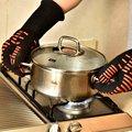 2016 nuevo logo costom impreso calor de silicona guantes para el horno de parrilla de barbacoa.