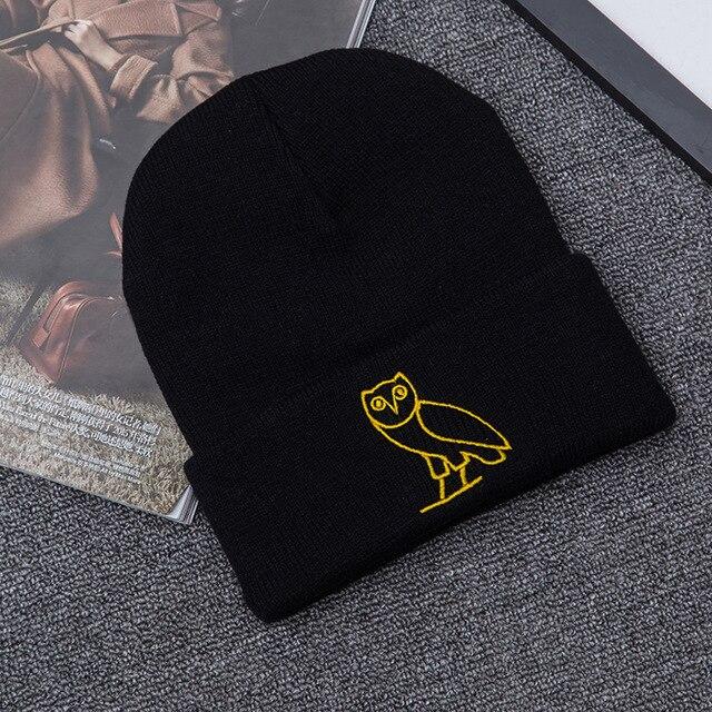 Casual invierno cálido elástico gorros hombres dorado búho bordado lana  tejida mujeres algodón sombrero Skullies Cap 0ee45f2f0ca