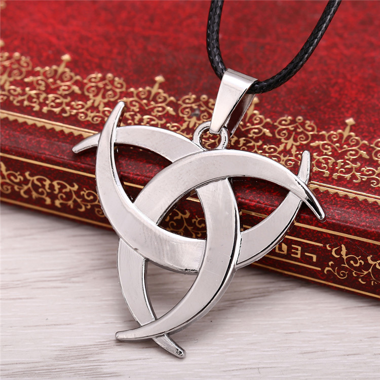 Горячие игры Assassins Creed UNITY сплав покрытие вытачки ожерелье серебряные ювелирные изделия one piece Корабль ожерелье игра Дартс кулон