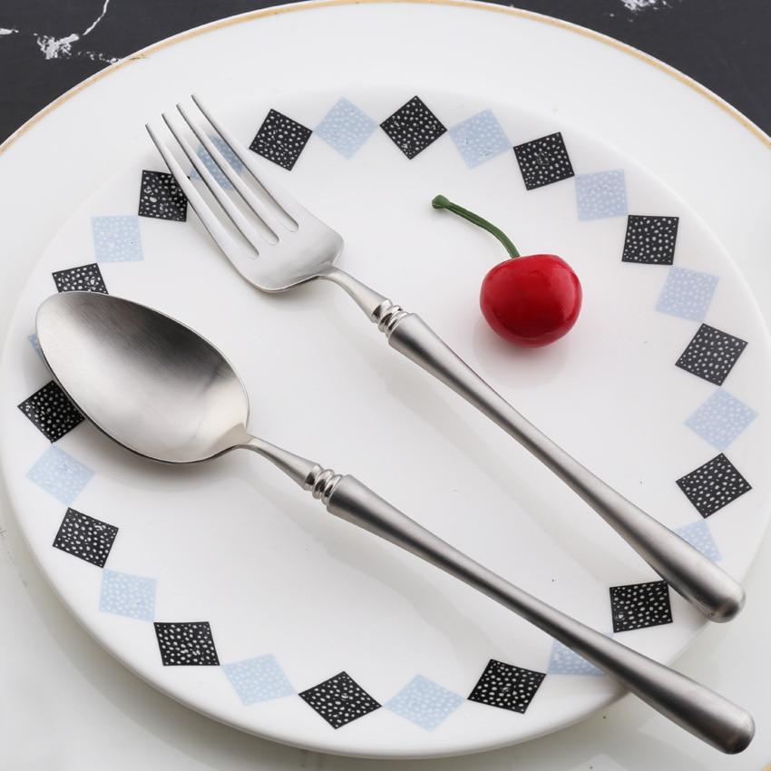 24 개/몫 유럽 칼 붙이 세트 18/8 스테인레스 스틸 저녁 식사 나이프 포크 큰 스푼 매트 식기 세트 6 인 식기-에서식기 세트부터 홈 & 가든 의  그룹 1
