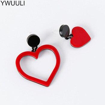 YWUULI coreano lindo corazón acrílico Stud Pendientes para mujeres asimétricas hueco corazón oreja tachuelas Pendientes joyería de moda MJ54