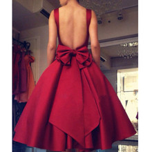 Burgendy Satin Cocktailkleider 2017 A Linie Appliques Backless robe de cocktail Short Party Kleider Red Carpet Celebrity Dress