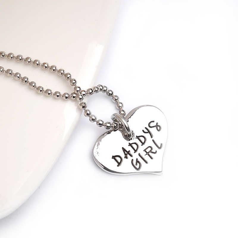 هناك هذه الفتاة سرقت قلبي تدعوني بابا الأم على شكل قلب قلادة قلادة فضية سلسلة المفاتيح مجوهرات للبنات