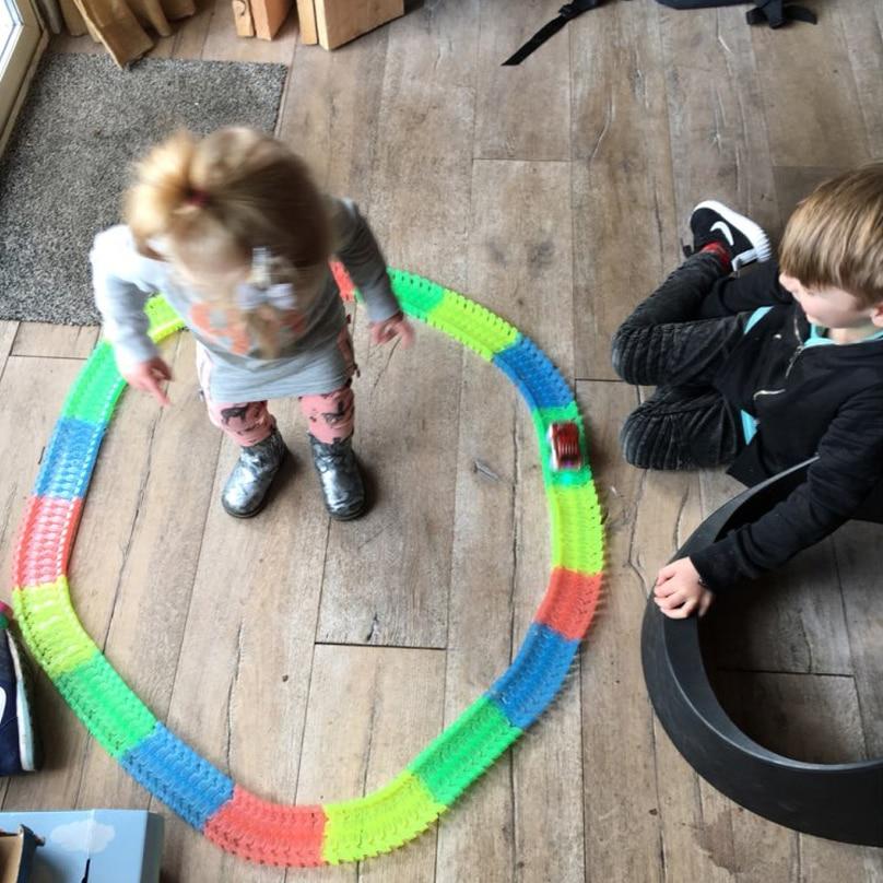 Nuevo Flex Glow Tracks Electric LED Light Up Race Rail Car Roller - Vehículos de juguete para niños - foto 5