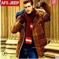 ¡ Caliente! Envío gratis!! el nuevo Campo 2015 jeep mapache cuello de piel de pato blanco abajo por la chaqueta de la manera de los hombres capa caliente