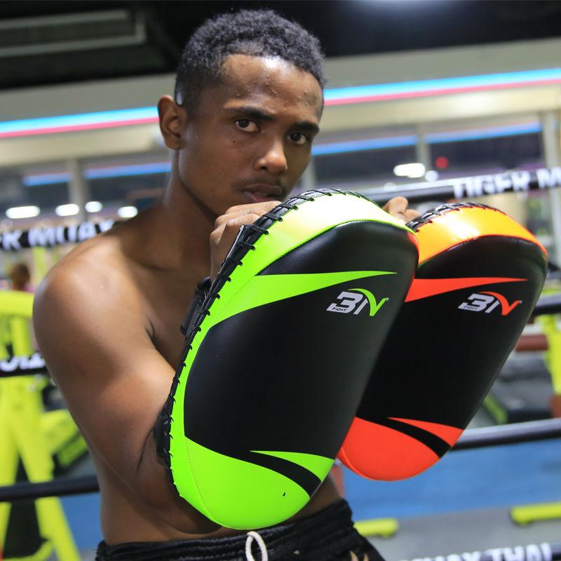 1 stück BN boxing Pads Professionelle PU LEDER mma kick pads focus pads Taekwondo sanda thai Training fitnessgeräte
