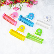 цена на 5 Colors Creative Rolling Squeezer Toothpaste Dispenser Tube Partner Sucker Hanging Holde distributeur dentifrice 1 PCS