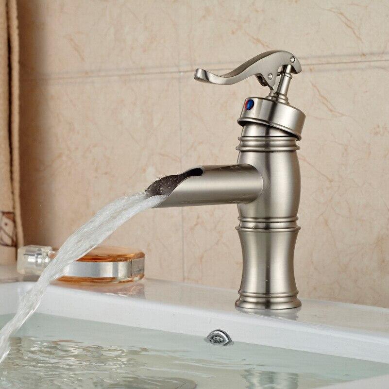 Robinet mitigeur moderne à poignée unique pour salle de bains, robinet mitigeur d'eau froide chaude, robinets de lavabo montés sur le pont de la salle de bains
