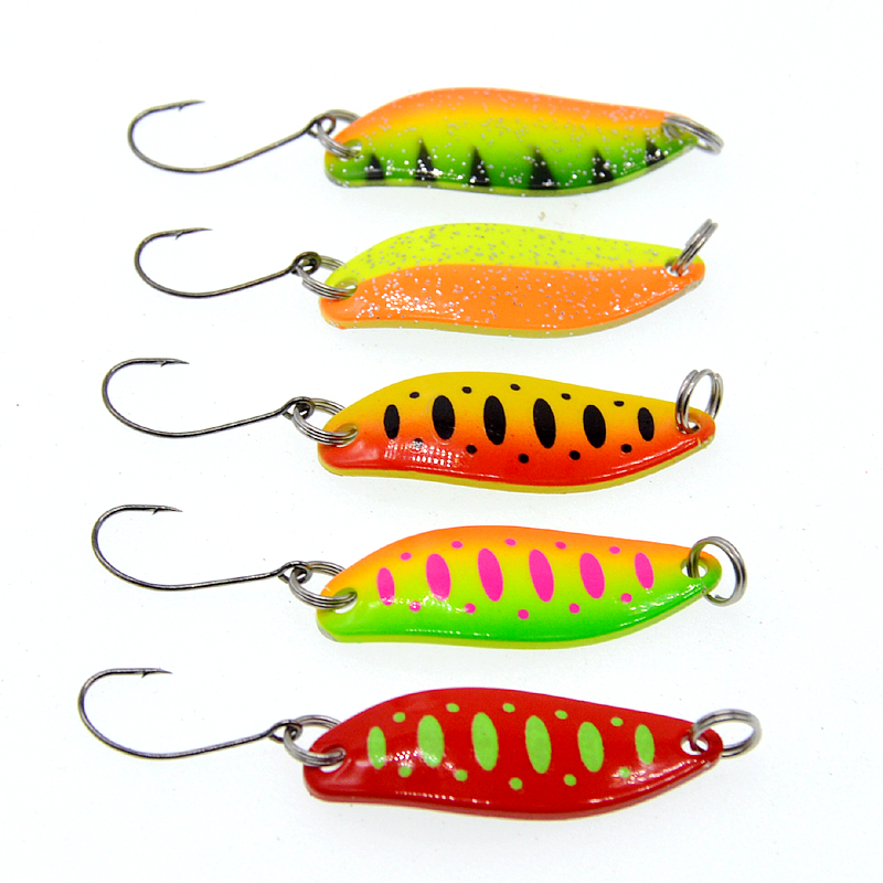 Image 1 - 5Pcs Spoon  3.5g Single Hook Multicolor Metal Spoon stream Fishing Lures Trout-in Fishing Lures from Sports & Entertainment