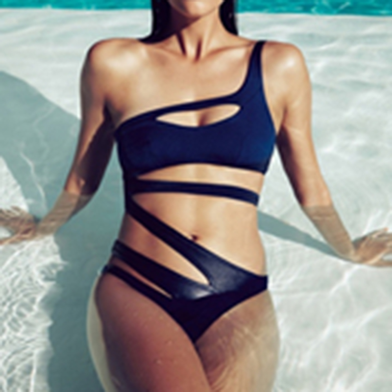 все цены на 2018 Sexy Hollow out Swimsuit Women Bandage One Piece Swimsuit One shoulder Cut Out Monokini Swimwear Bathing Suit D043