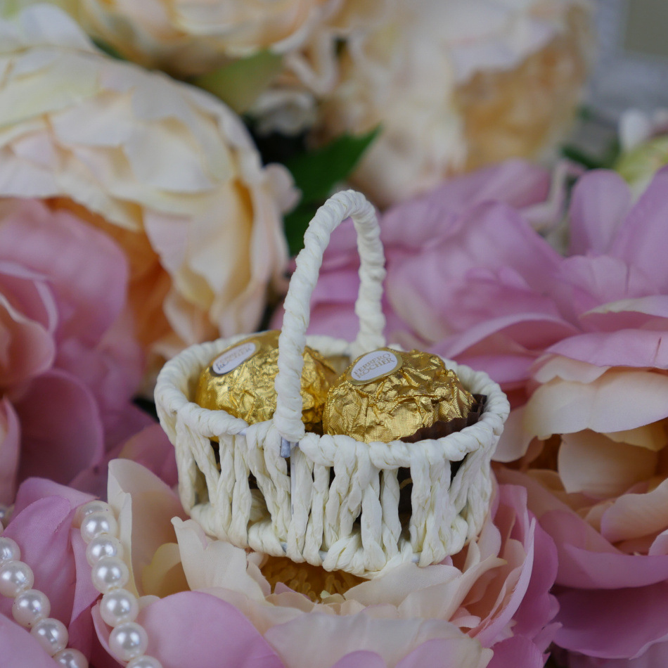 Online get cheap bridal gift baskets aliexpress alibaba group romantic bridal wedding and party creative personality flower basket candy boxes handbag shape candy box gift dhlflorist Image collections