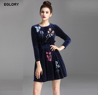 New Fashion Collection 2017 Autumn Winter Women Floral Embroidery 3 4 Sleeve Knee Length Solid Vevelt