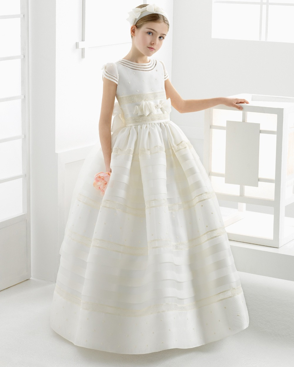 607a8ba0525 Cute Ball Gown White 2018 first communion dresses for girls Satin Empire  Bow Floor Length Flower