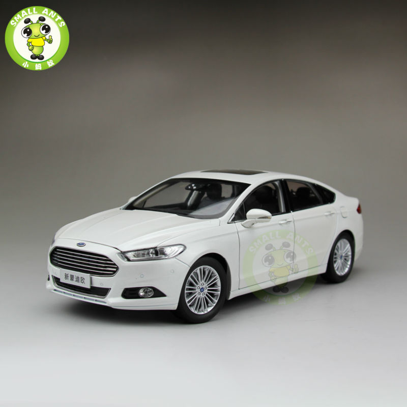 1/18 Ford New Mondeo Diecast Metal Car Model Toys Boy Girl Gift Collection White Color