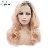 Sylvia onda del cuerpo rubia mixta pelucas delanteras del cordón sintético de color naranja claro con las raíces marrones glueless cosplay de la fibra a prueba de calor justo