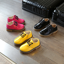 Children flat shoes 2017 spring new bright leather yellow boots big head boys and girls leisure child moccasins children s