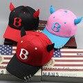 2017 Novo B carta chifres Crianças Hip Hop do Boné de Beisebol Verão crianças chapéu de sol de três anéis meninos meninas snapback caps 2-8 anos velho