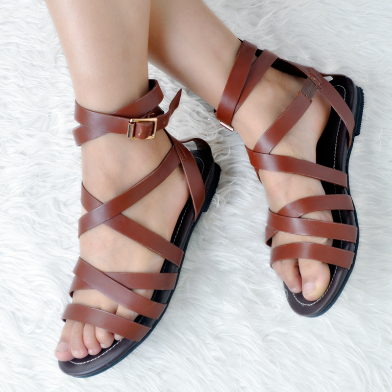 Brown Flat Heel Women Sandals Open Toe Cross Tied Rubber Sole Ankle Strap Summer Sandals 2017 Gladiator Rome Style Shoes mokingtop womens sandals flat women vintage cross strap summer roman gladiator strappy shoes flat heel shoes