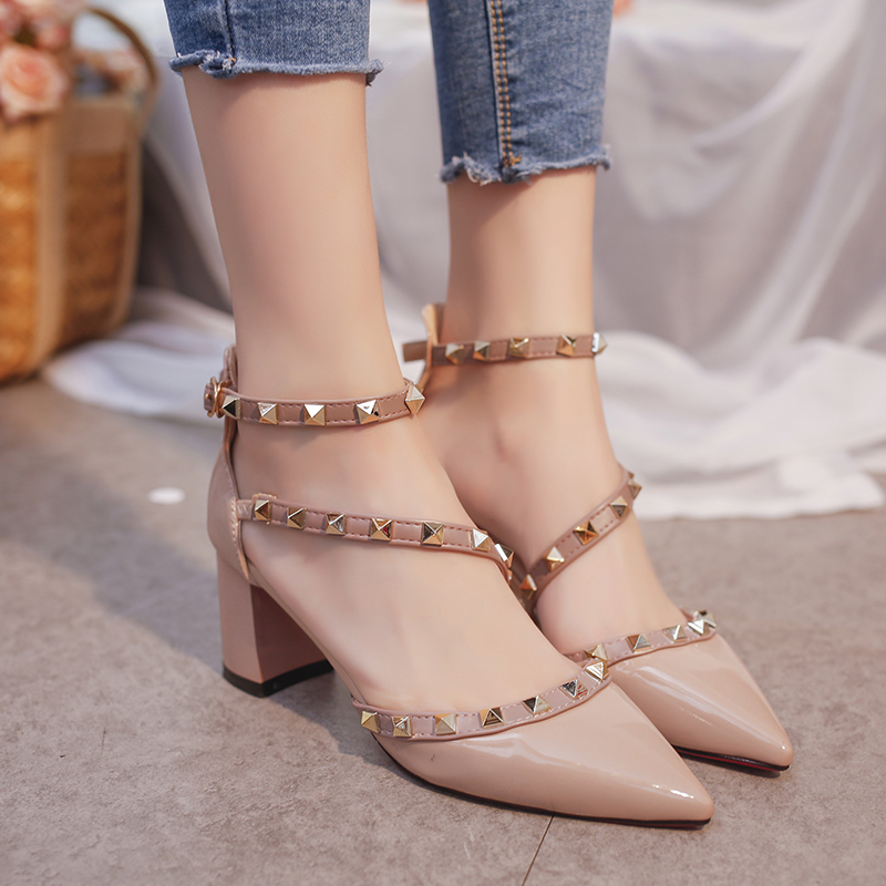 Summer Thick heel sandals Rivet pointed heel with shoes