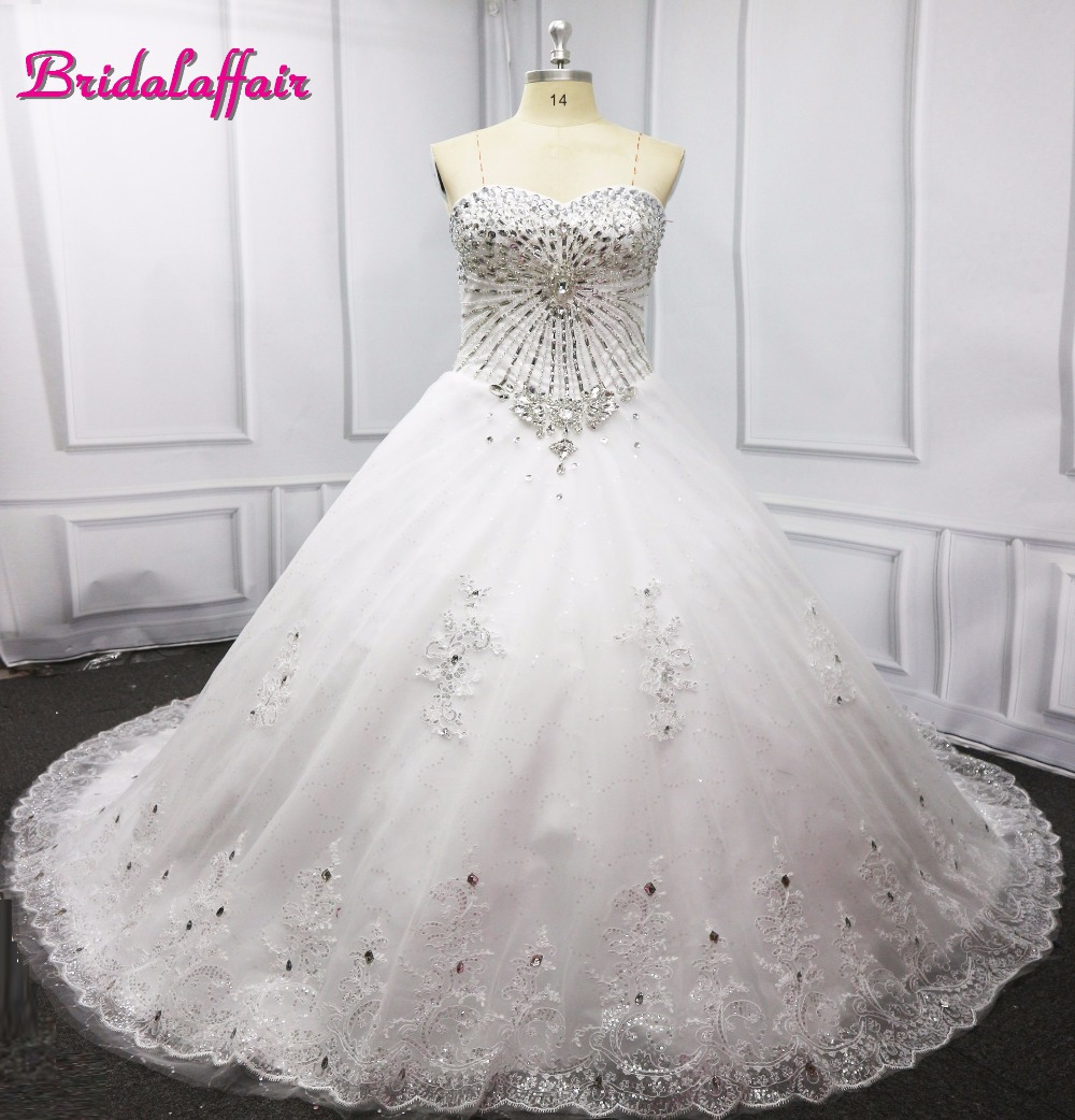 2019 Lace Sweetheart White luxury wedding dress with crystals and sleeves Ball Gown Bridal Dress amanda