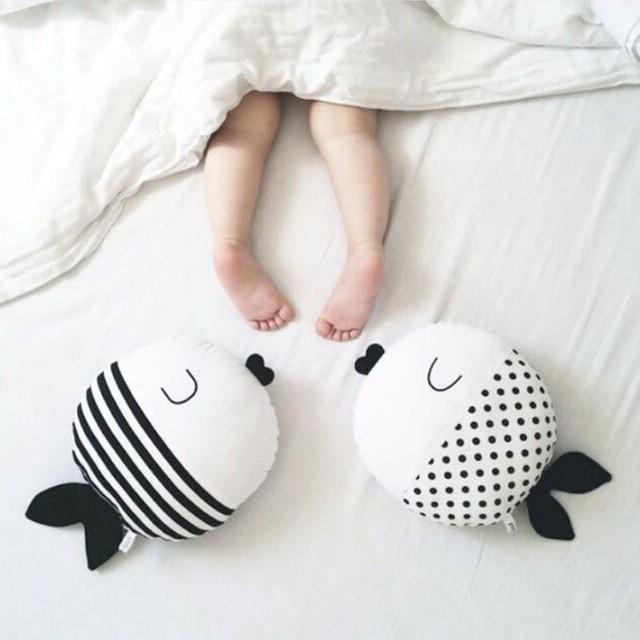 Pontos brancos Peixe Animais Padrão de Listras Bebê Travesseiro de Algodão Macio Cozy Baby Berço Decoração Kawaii crianças travesseiro sono