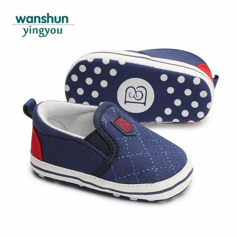 Для маленьких мальчиков и девочек обувь новорожденного весенние туфли бренд кроватки обувь для малышей милые дизайнерские малышей пинетки...