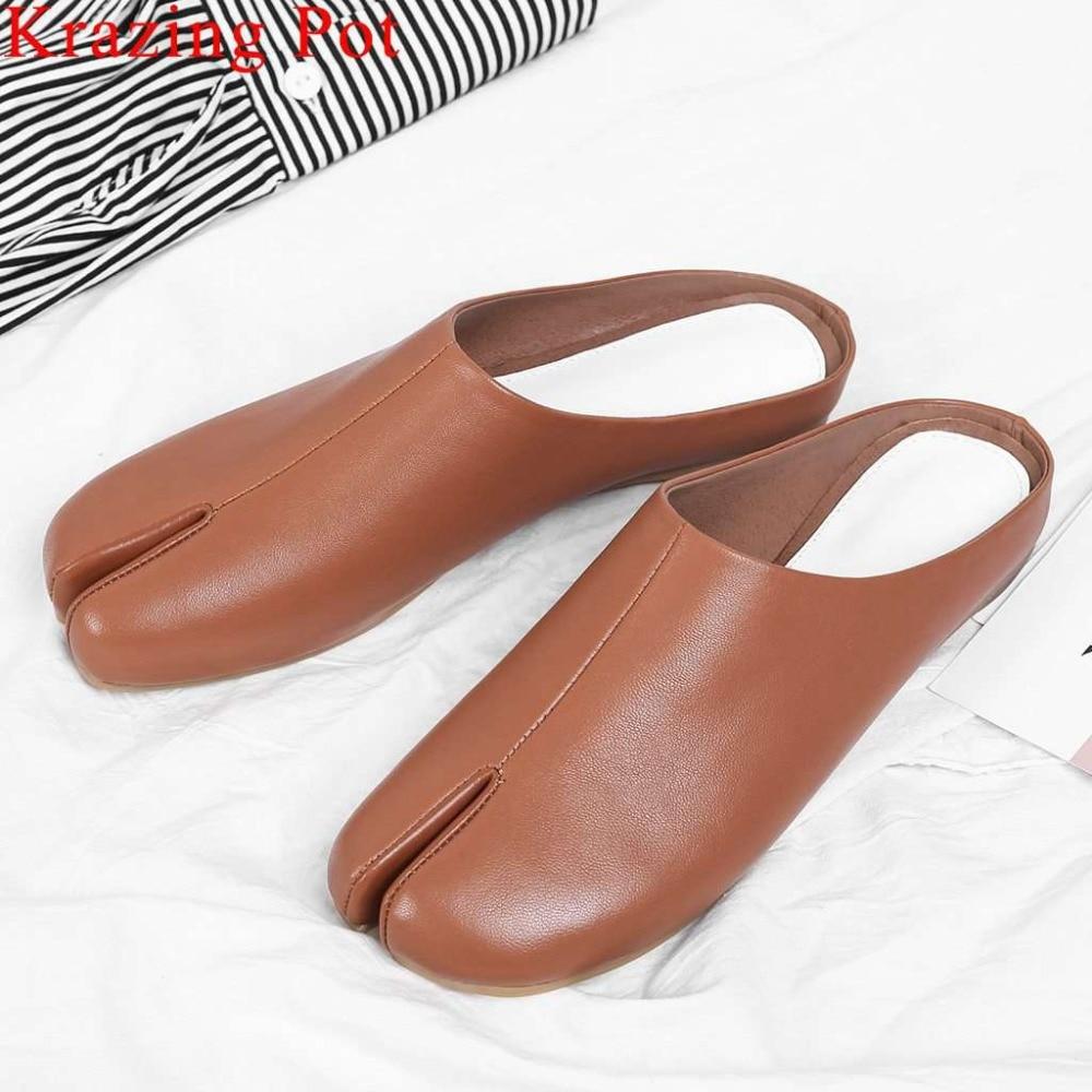 Krazing وعاء امرأة العلامة التجارية الانزلاق على البغال النعال جلد طبيعي الكلاسيكية الفن تصميم جديد أحذية بدون كعب أنيقة كسول امرأة الشاطئ الأحذية L15-في شباشب من أحذية على  مجموعة 1