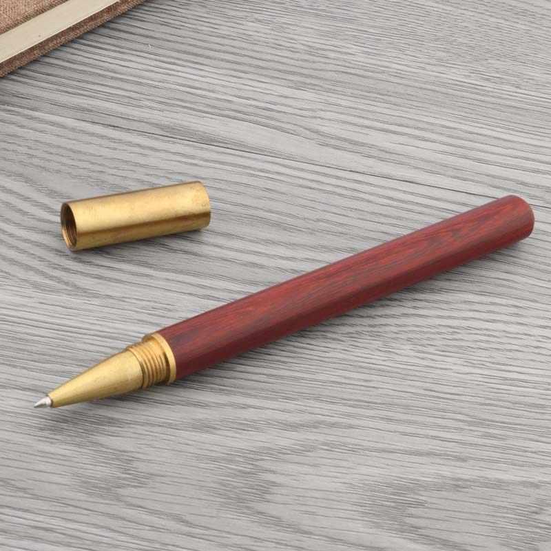 Caneta esferográfica da guarnição dourada de madeira vermelha com meia borracha do presente
