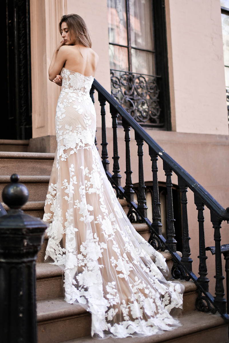 LORIE Champagne Mermaid Wedding Dress 2019 Lace Appliques  And Flowers Bride Dress Sexy Strapless Wedding Gown Backless Style