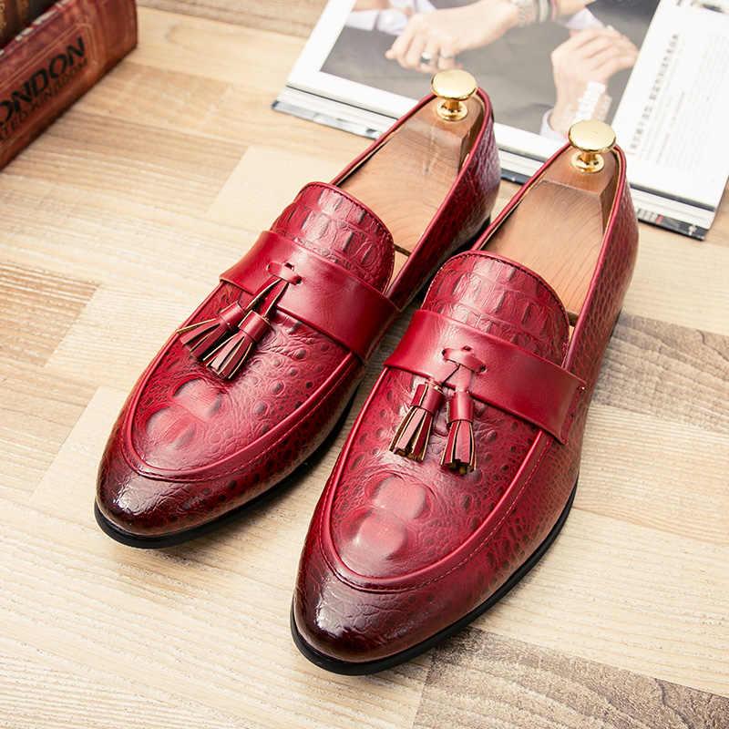 Engeland mannen Lederen Casual Schoenen Mode Kwastje Mannen Loafers Ademende Oxfords Schoenen Zwart Zilver Mannen Platte Schoenen 2A
