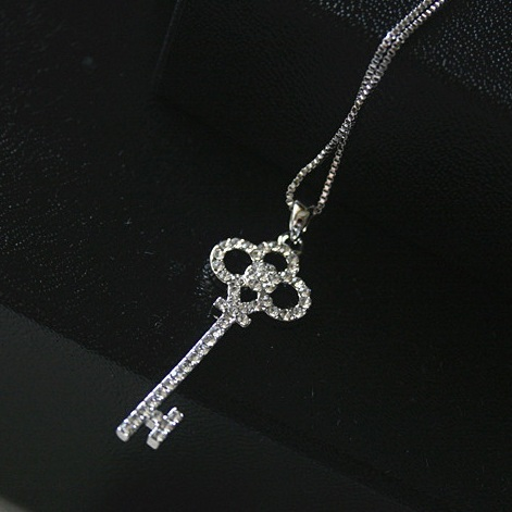 Pink Queen N140 2016 New Wholesale Hollow Crystal Rhinestone Gold Silver Key Chain Clavicle Womens Pendant Necklace For Women