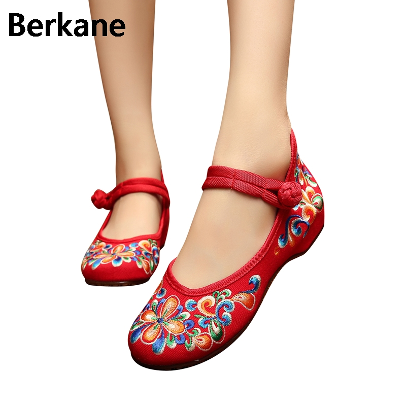Traditional Chinese Style Shoes Embroidery Dance Women Fashion Old Beijing Mary Jane Shoes Woman Red Flats Single Casual Plus 41 peacock embroidery women shoes old peking mary jane flat heel denim flats soft sole women dance casual shoes height increase