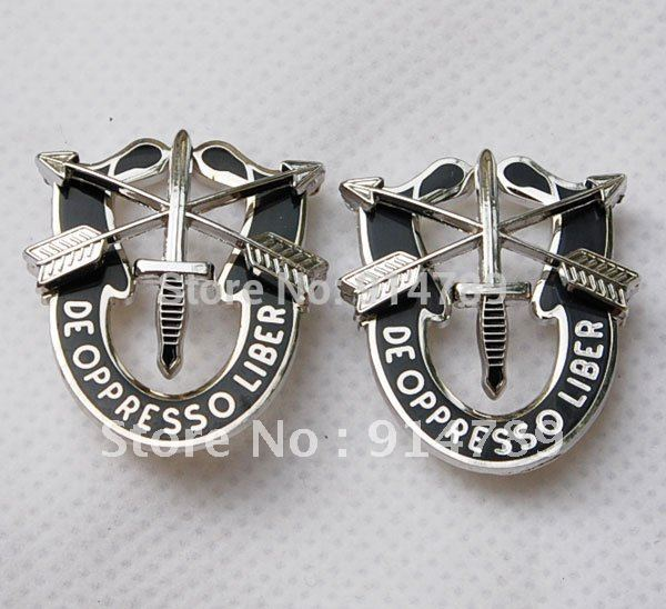 US SPECIAL FORCES SF HAT PIN MOTTO METAL BADGE DE OPPRESSO LIBE-32185