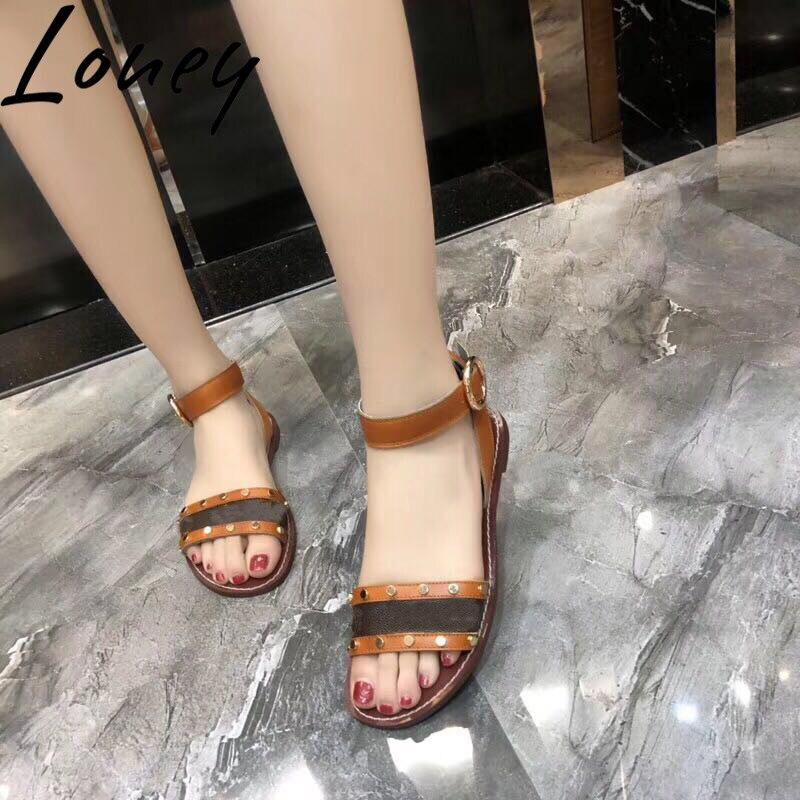Ayakk.'ten Kadın Sandaletleri'de Loney Lüks Hakiki Deri Baskılı Çiçek Yaz Sandalet Açık Ayak Metal Çivili Flats Sandalet Ayakkabı Kadın'da  Grup 3