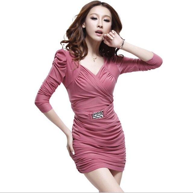 Kleid mit tiefem v ausschnitt bh