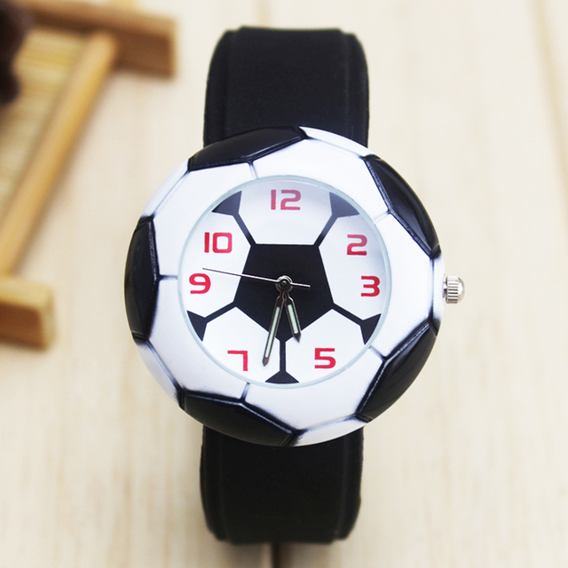 2018 new children boys quartz football watch creative silicone watch casual wris