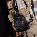 2017 verão mochila nova mochila saco de lazer feminino Coreano Instituto vento bolsa de couro rebite saco pequeno moda