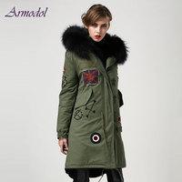영국 스타일의 국기 구슬 긴 파카 여성 재킷 큰 너구리 모피 후드 패션 구슬 겨울 Windcoat 공장