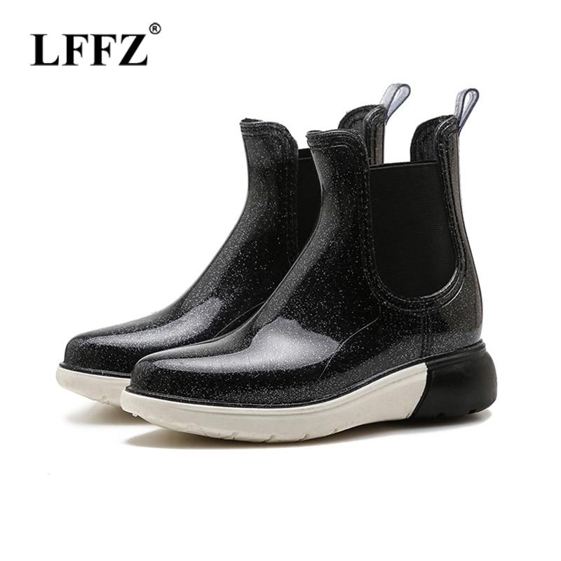 Lzzf 2018 otoño zapatos mujeres moda Botas de lluvia planas mujeres goma Slip on Side Outdoor negro mujeres Botas de lluvia Bottes Tenis