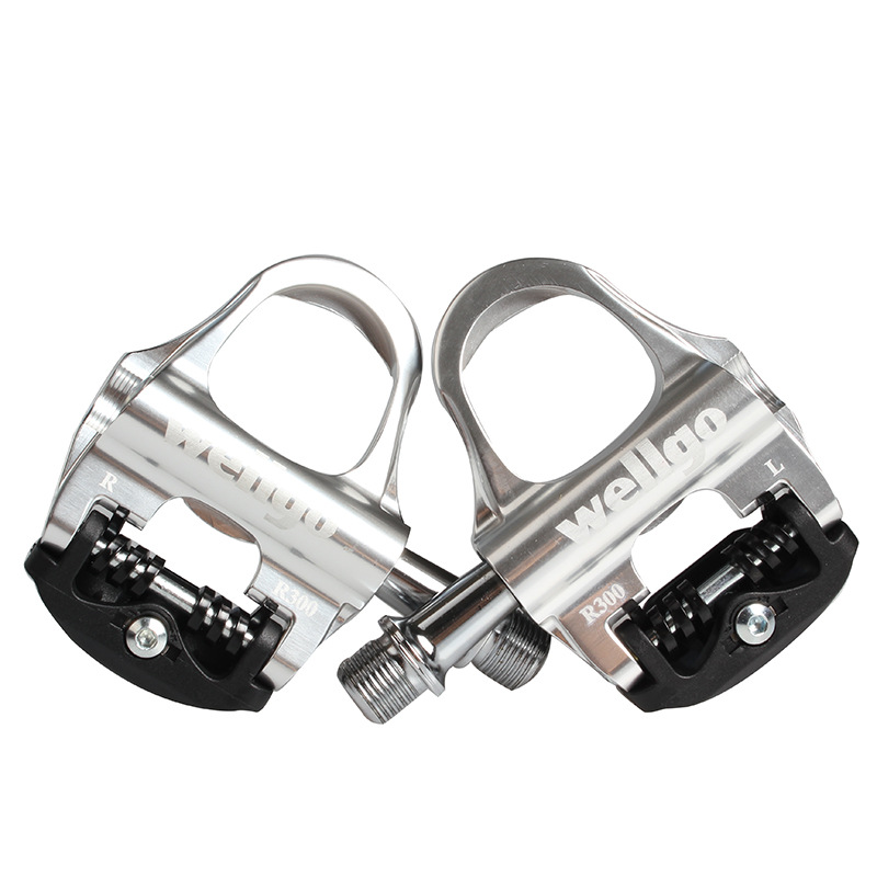 Wellgo R300 Bicycle Pedals Road Bike Self-locking Pedals Cycling Ultralight Aluminium Alloy Pedales de Bicicleta Sealed BearingWellgo R300 Bicycle Pedals Road Bike Self-locking Pedals Cycling Ultralight Aluminium Alloy Pedales de Bicicleta Sealed Bearing