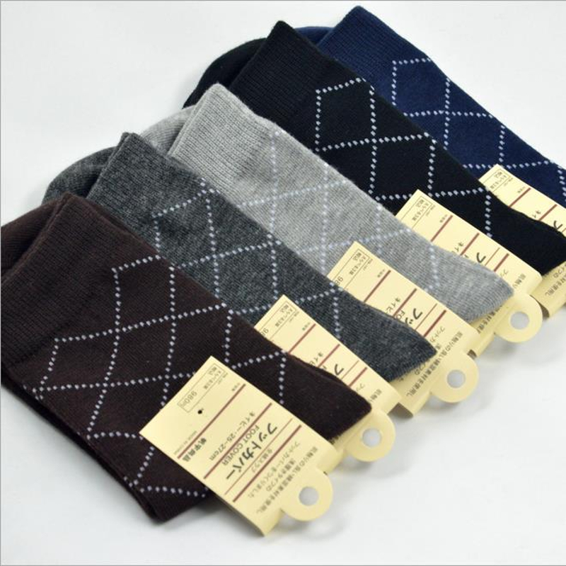 High quality comfortable cotton grid pattern men socks crew socks for business and casual men dresses clothing