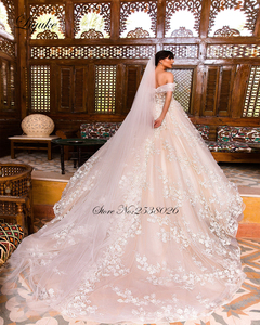 Image 2 - לקנות 1 מקבל 1! Liyuke מעודן ויוקרתי כדור שמלת שמלות כלה כבוי כתף חתונת שמלה עם צעיף מתנה